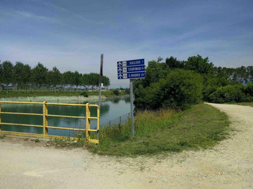 La Loggia, percorso ciclabile tra canale e Po.
